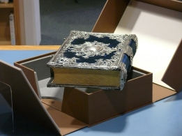The box was custom-made by Glenn Bartlett, a specialist craft binder based at Culham.